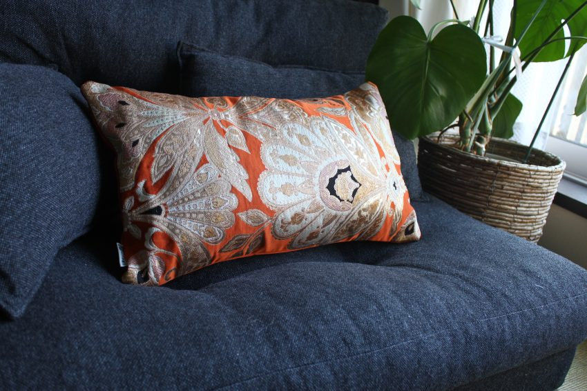 Housse de coussin – Obi Kimono Orange à plumes