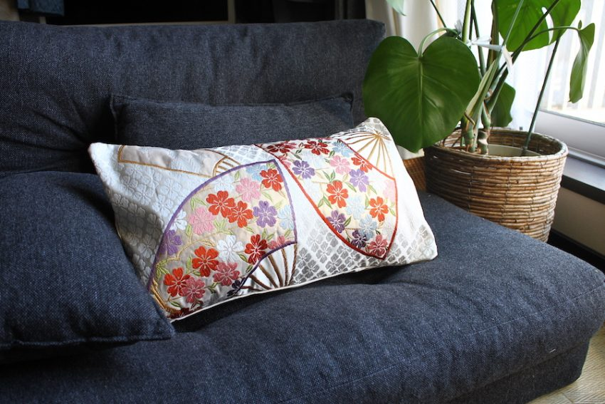 Out of Stock -Cushion cover – White with fans