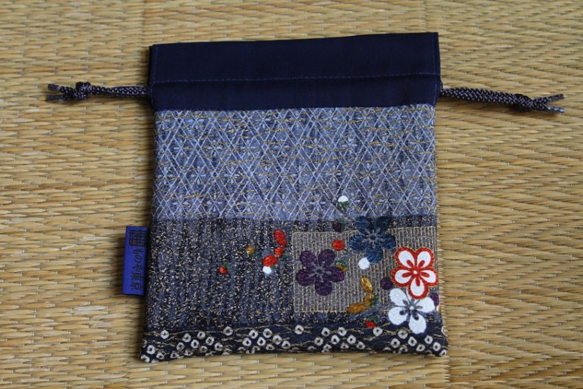 Kinchaku bag – Embroidered flowers- – Niban