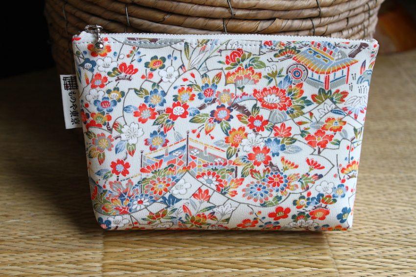 Pochette multi-usage – Kimono à Fleurs