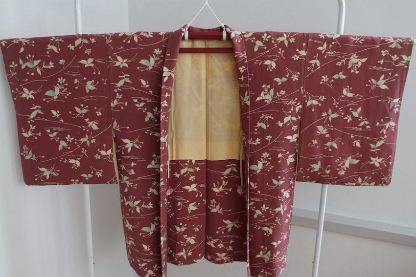 Veste Vintage Haori – Framboise à Fleurs
