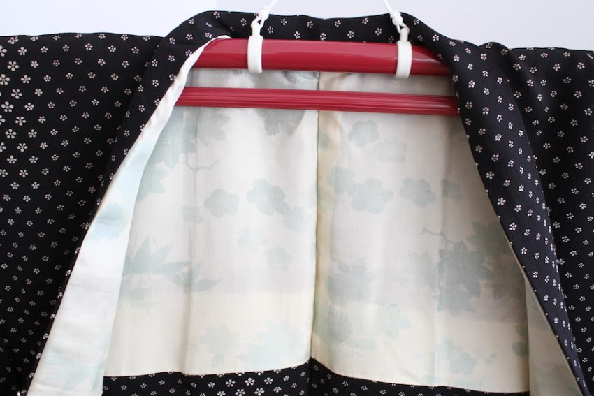 Veste Vintage Haori – Noire à Fleurs Blanches